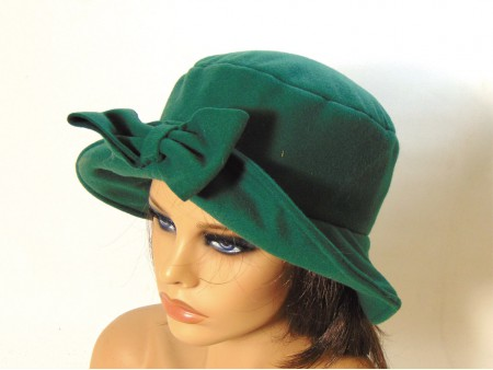 Gorro feltina color verde con lazo