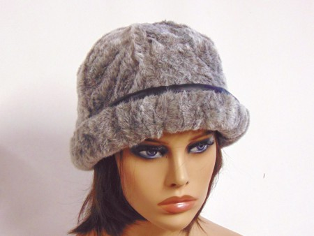 Gorro mujer joven gris